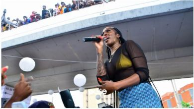 "Photo of Tiwa Savage Performs ""49-99"" At Obalende Park"