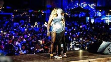 Photo of Watch Tiwa Savage & Wizkid French Kiss On Stage In Paris, There's Also Butt Grabbing Action