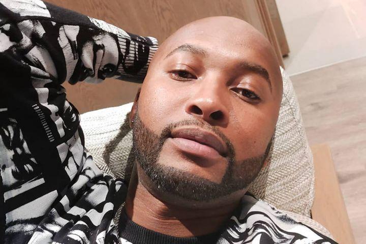 "Vusi Nova Performs ""Wena"" Off Upcoming Album"