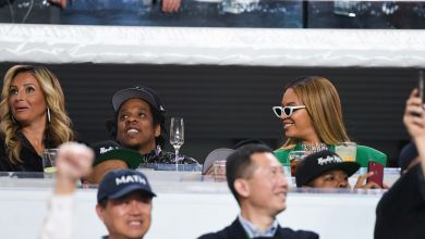 Photo of Jay Z Explains Why He and Beyoncé Remained Seated During the National Anthem at the Super Bowl