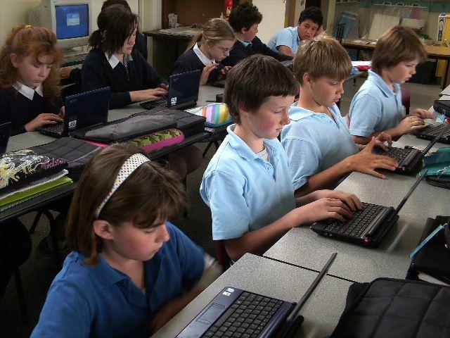 Texas High-Schoolers to Get Netbooks Soon, Middle-Schoolers in 2010