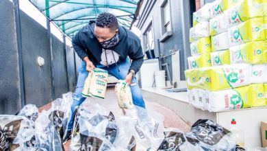 Photo of Shimza Goes Back Home to Hand out Food Parcels to 200 Families