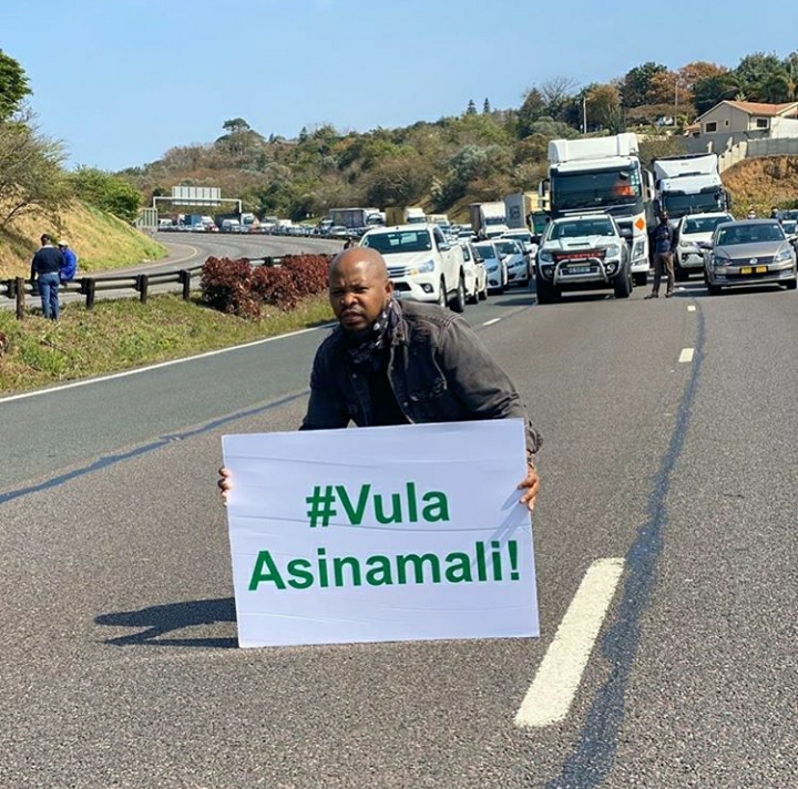 Here's Why The Police And Artists Clashed During #Vulapresident Protest On N3 Freeway, Durban