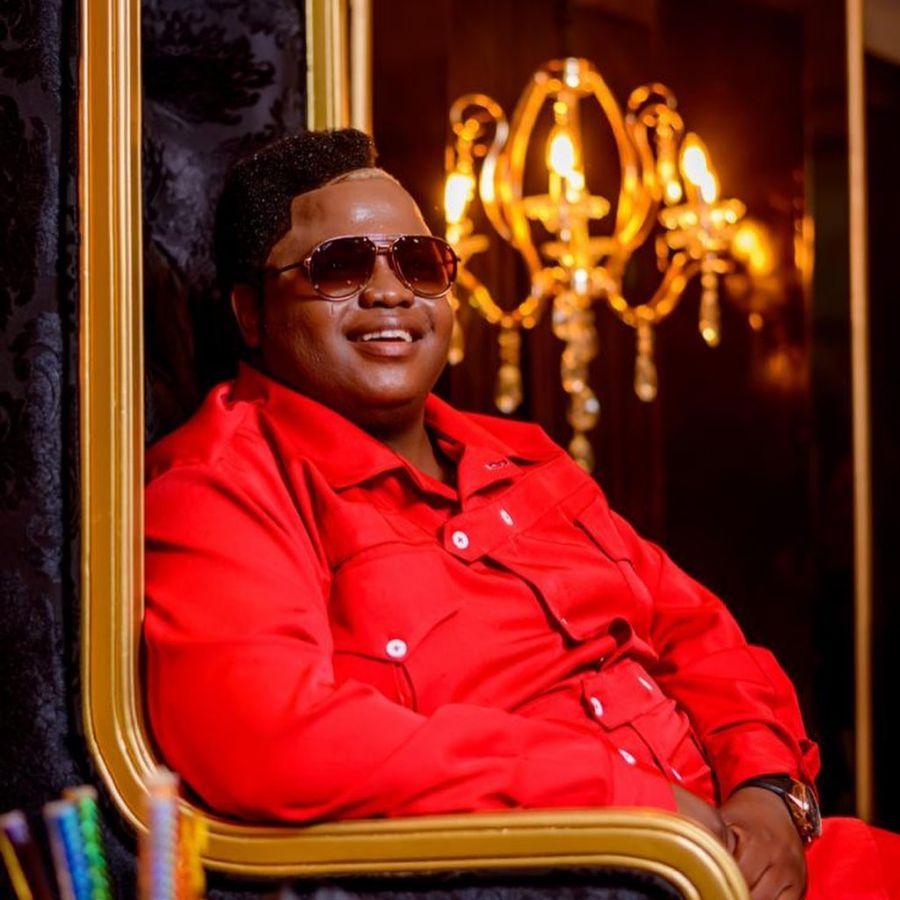 """Dladla Mshunqisi Teases Upcoming """"Sabela Wena"""" Song Featuring Mampintsha"""