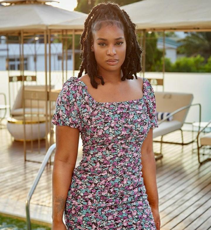 """Nana Fofie Unleashes Afrobeats Vibe In """"J'en Vaux La Peine"""""""