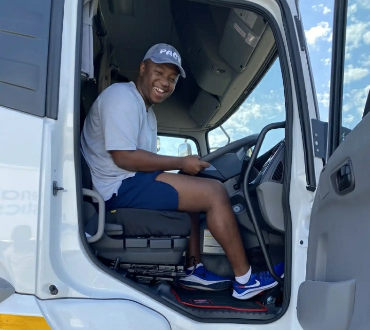 Shimza Buys His 1st Truck For Logistics Business