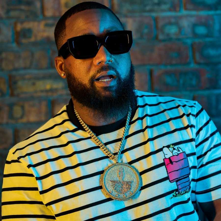 Cassper Nyovest Gets Mobbed by Excited Fans